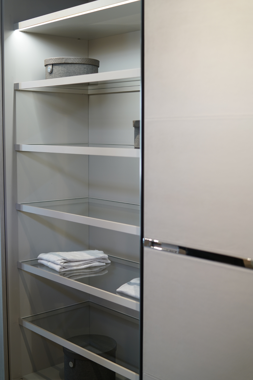 shelf-storage-interior-designer-miami-ft-lauderdale-hallandale-beach-hollywood-fl-florida